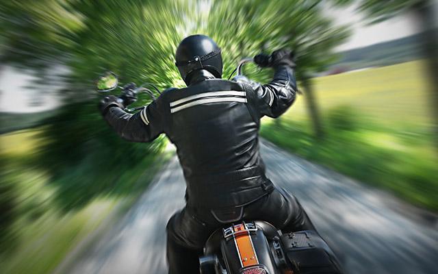 Tappi per motociclisti: quando il vento danneggia l'udito