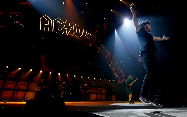 AC/DC: stop al tour, Brian Johnson rischia la perdita dell'udito