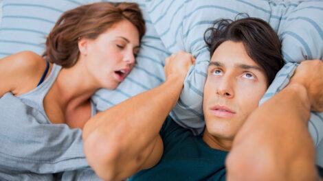 Suggerimenti utili per smettere di russare o per sopravvivere