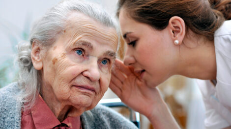 Protezione dell'udito: prevenire l'isolamento sociale